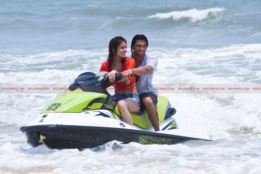 11nov LVRB jetski Ranveer and Anushka 'Waved' Away
