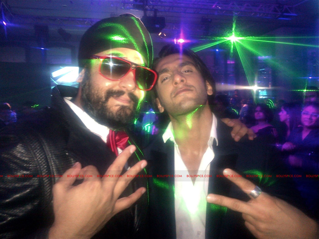 11nov Ranveer RDB02 Ranveer Singh chilling with RDB and Parichay
