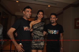 11nov RnP launchDeepika01 300x199 Deepika Padukone launches Raj & Pablos Bollywood Jollygood T shirt Line