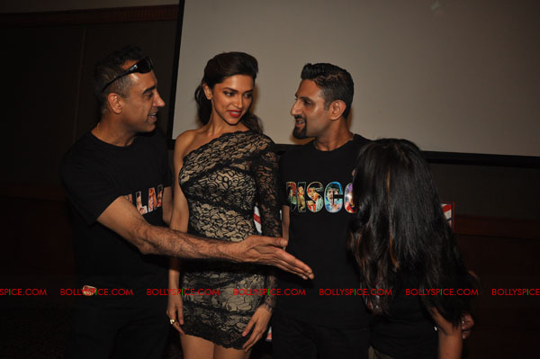 11nov RnP launchDeepika02 Deepika Padukone launches Raj & Pablos Bollywood Jollygood T shirt Line