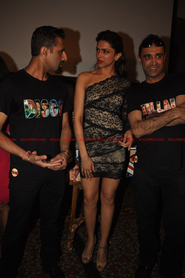 11nov RnP launchDeepika03 Deepika Padukone launches Raj & Pablos Bollywood Jollygood T shirt Line
