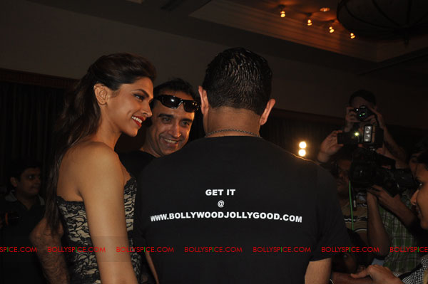 11nov RnP launchDeepika04 Deepika Padukone launches Raj & Pablos Bollywood Jollygood T shirt Line