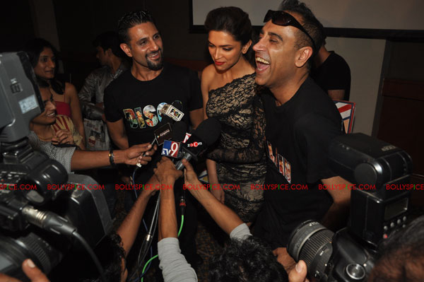 11nov RnP launchDeepika06 Deepika Padukone launches Raj & Pablos Bollywood Jollygood T shirt Line