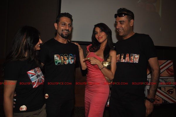 11nov RnP launchDeepika07 Deepika Padukone launches Raj & Pablos Bollywood Jollygood T shirt Line