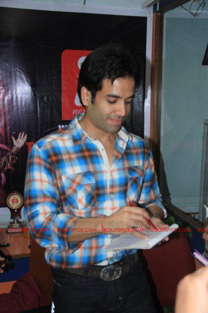 11nov TDP emraan tusshar patna08 The Dirty Picture and the whirlwind of promotions
