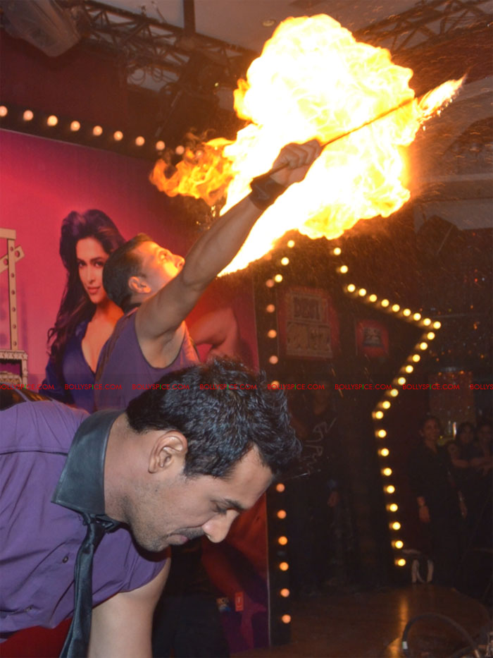 11nov desi boyz mumpressconf Akshay Kumar and John Abraham set Mumbai Press Conference for Desi Boyz ablaze!