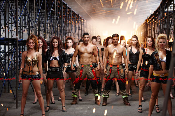 11nov desiboyz still 08 Check out the Desi Boyz Posters & Stills