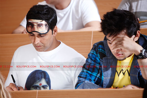 11nov desiboyz still 19 Check out the Desi Boyz Posters & Stills