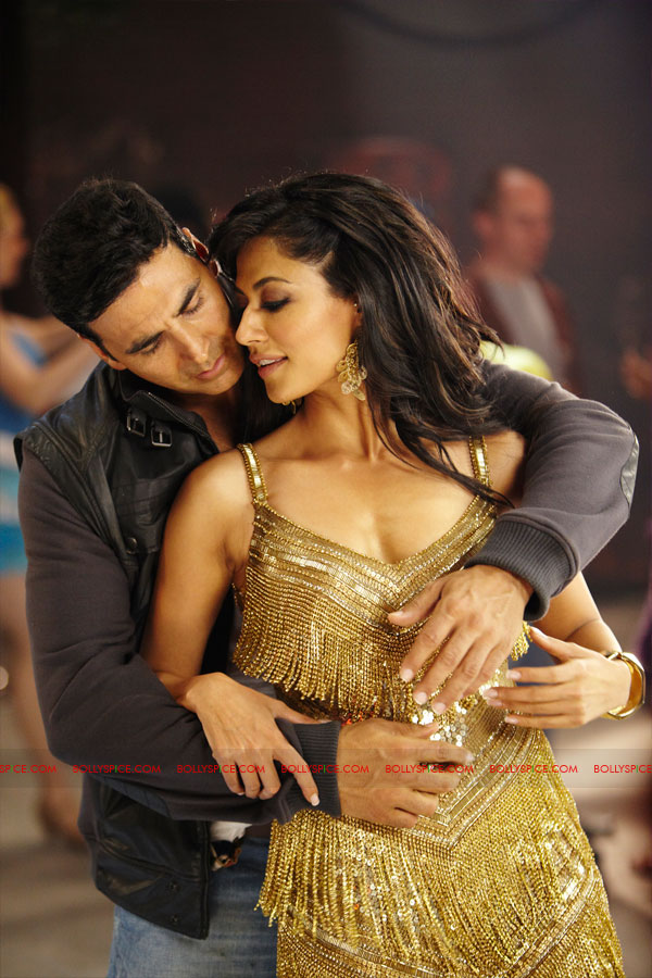 11nov desiboyz still 23 Check out the Desi Boyz Posters & Stills