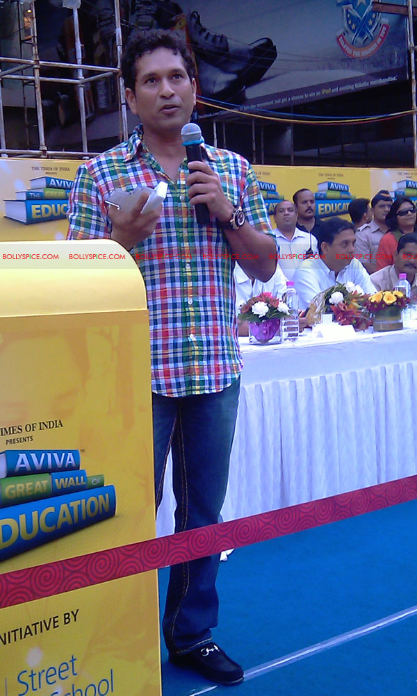 "11nov tendulkarevent16 Sachin Tendulkar at ""Aviva Great Wall Of Education"" Event"