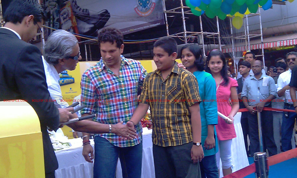 "11nov tendulkarevent20 Sachin Tendulkar at ""Aviva Great Wall Of Education"" Event"