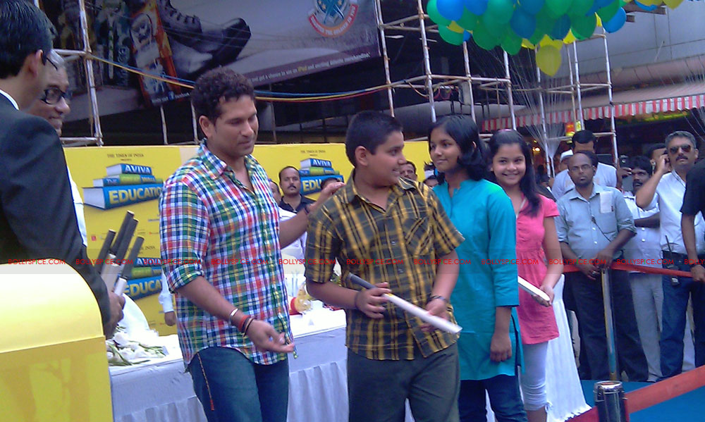 "11nov tendulkarevent21 Sachin Tendulkar at ""Aviva Great Wall Of Education"" Event"