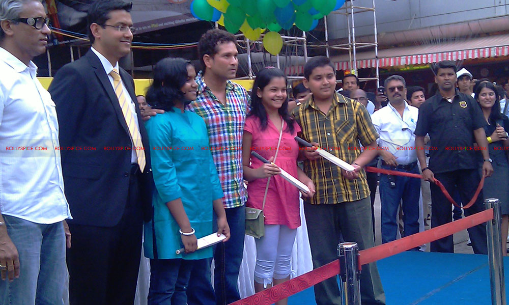"11nov tendulkarevent23 Sachin Tendulkar at ""Aviva Great Wall Of Education"" Event"