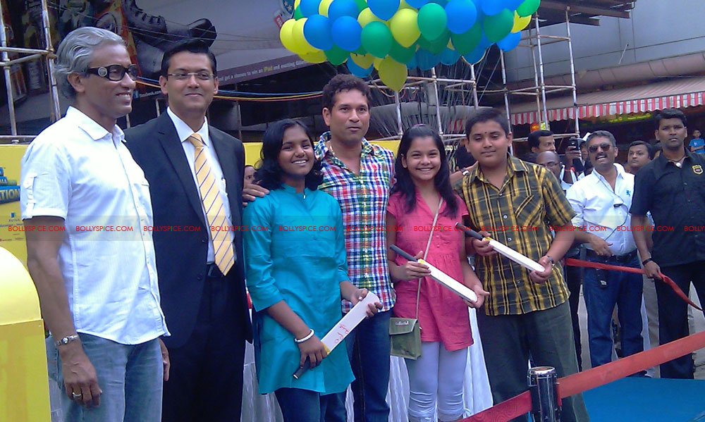 "11nov tendulkarevent24 Sachin Tendulkar at ""Aviva Great Wall Of Education"" Event"