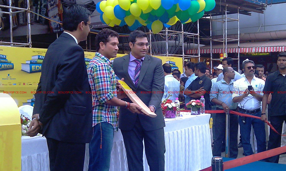 "11nov tendulkarevent25 Sachin Tendulkar at ""Aviva Great Wall Of Education"" Event"