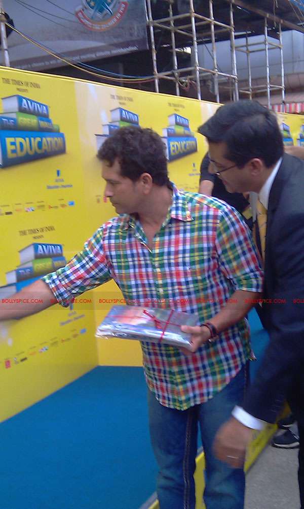 "11nov tendulkarevent26 Sachin Tendulkar at ""Aviva Great Wall Of Education"" Event"