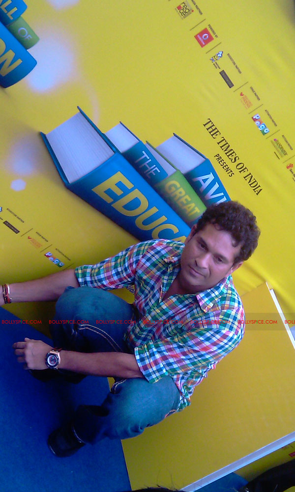 "11nov tendulkarevent27 Sachin Tendulkar at ""Aviva Great Wall Of Education"" Event"