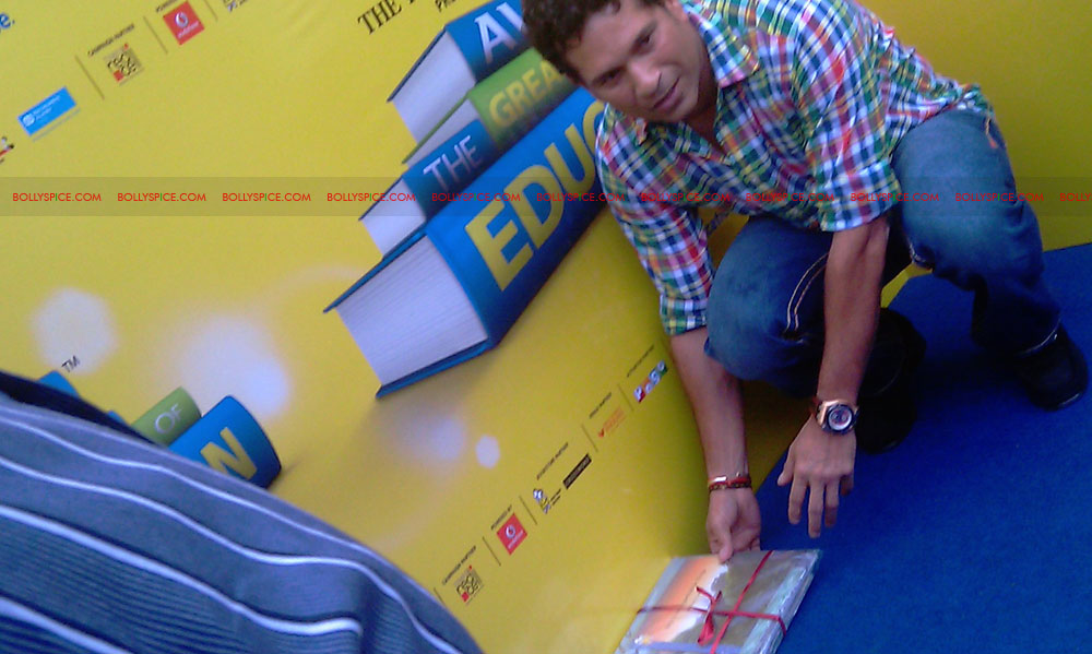 "11nov tendulkarevent28 Sachin Tendulkar at ""Aviva Great Wall Of Education"" Event"
