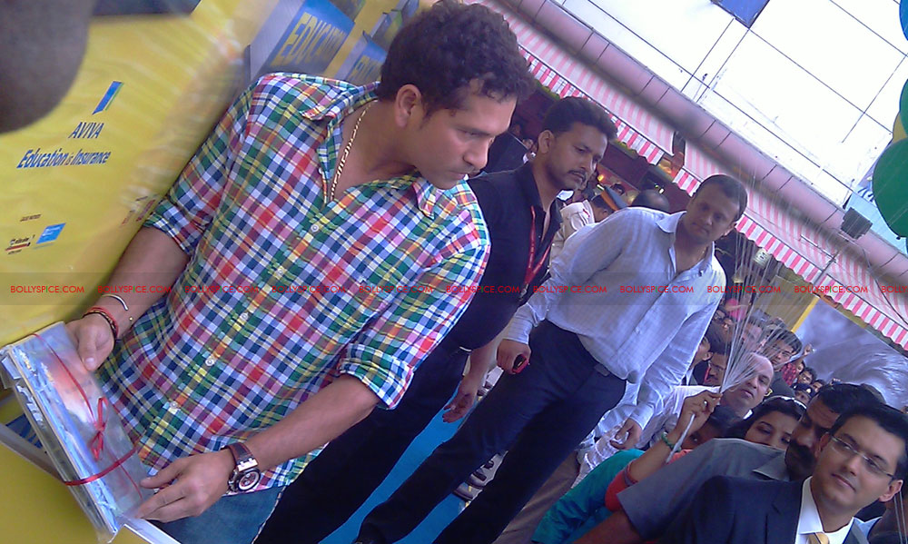 "11nov tendulkarevent29 Sachin Tendulkar at ""Aviva Great Wall Of Education"" Event"