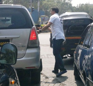 Akshay Kumar 300x279 Litter Bugs beware of Akshay Kumar