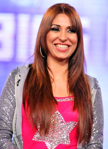 Pooja Misrra in Bigg Boss Pooja Bedi's 'real issue' with Pooja Misrra!