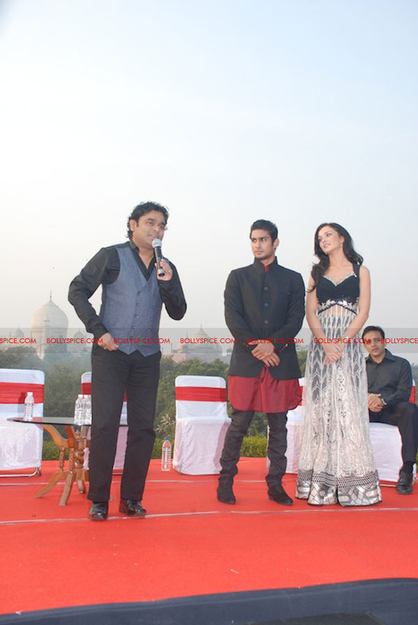 11dec EDT tajmahal02 Ekk Deewana Tha music launch at the Taj Mahal