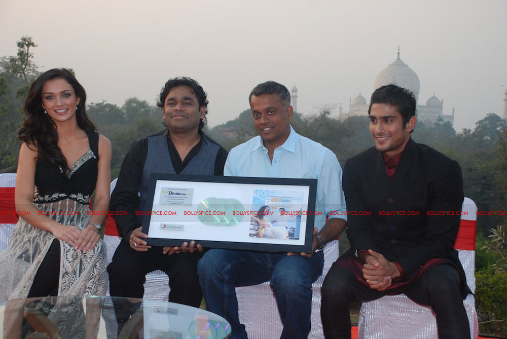 11dec EDT tajmahal05 Ekk Deewana Tha music launch at the Taj Mahal