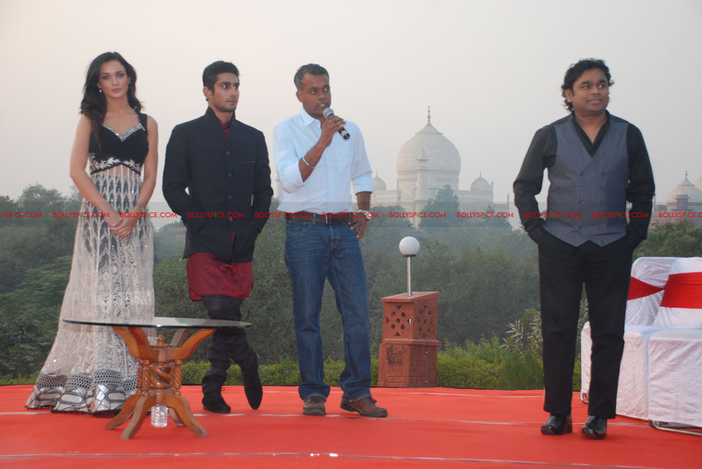 11dec EDT tajmahal09 Ekk Deewana Tha music launch at the Taj Mahal