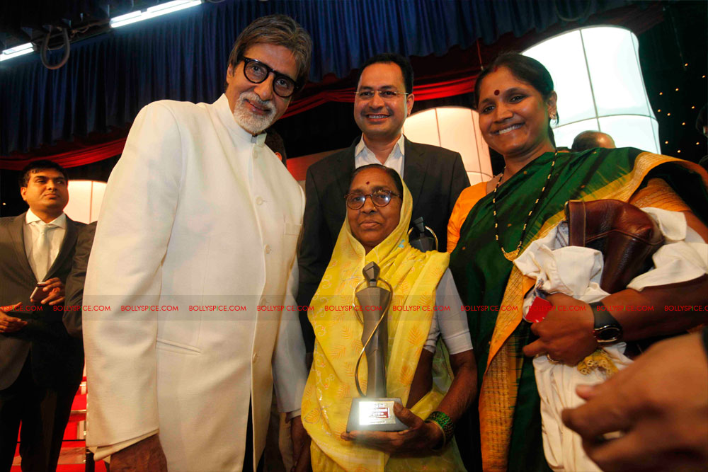 11dec amitabh dilip lokmat21 Dilip Kumar and Amitabh Bachchan receive Lokmat awards from The President of India