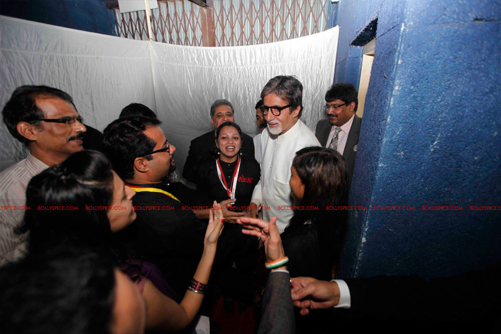 11dec amitabh dilip lokmat25 Dilip Kumar and Amitabh Bachchan receive Lokmat awards from The President of India
