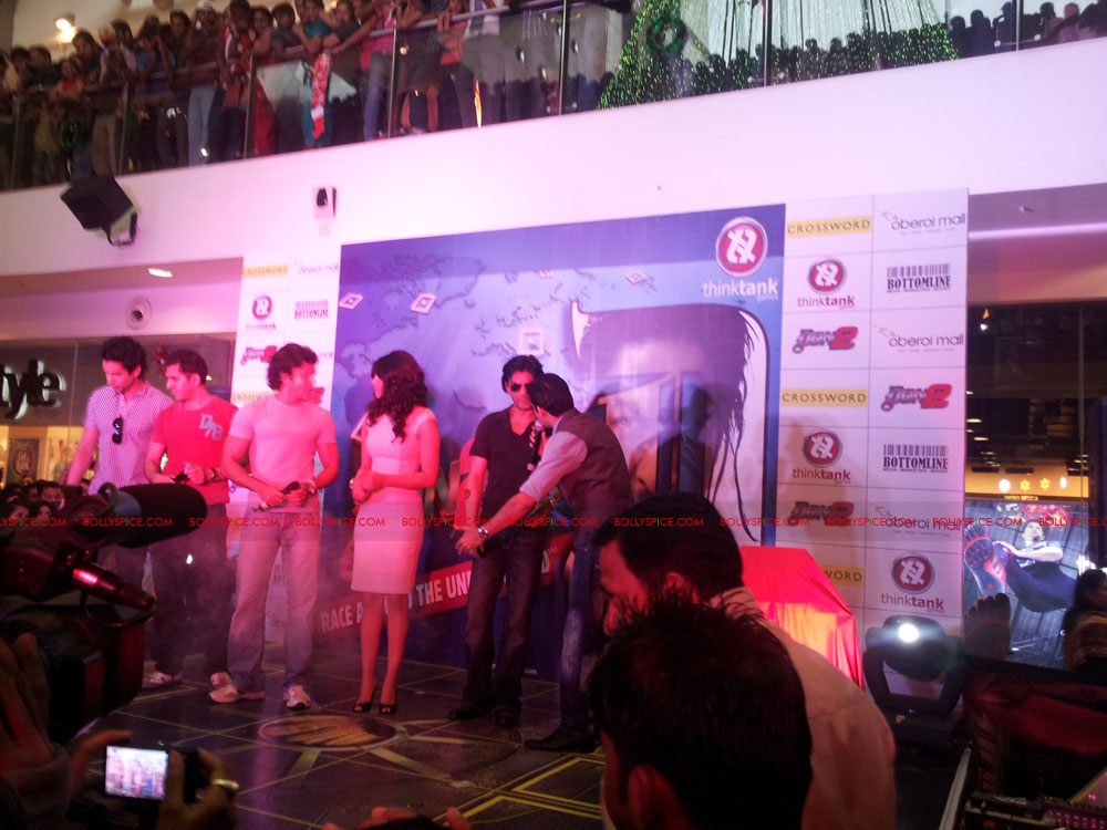 11dec don2 gamelaunch05 Shah Rukh Khan Launches the Cool Don 2 Board Game