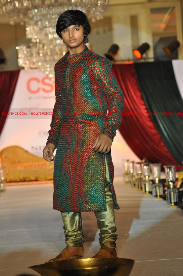 11dec nishasagar celebs04 Celebrities walk the ramp for designer Nisha Sagar