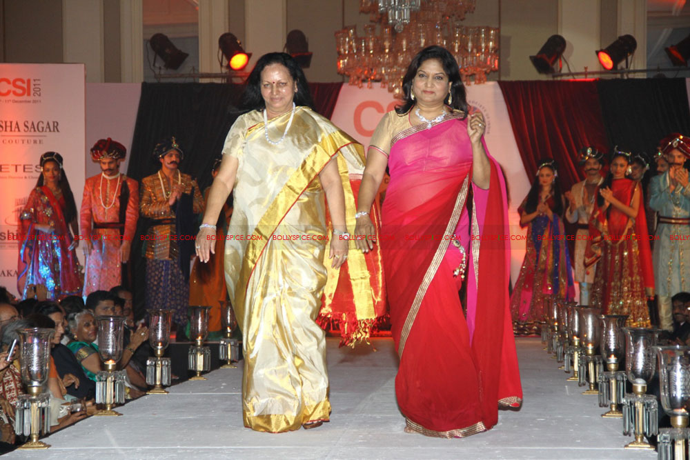11dec nishasagar celebs11 Celebrities walk the ramp for designer Nisha Sagar