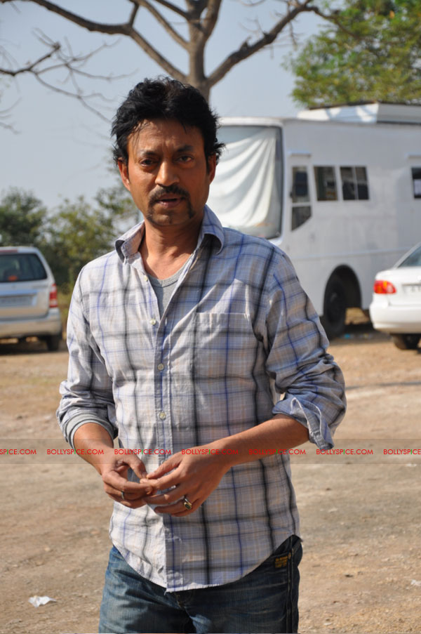 11dec pw onset02 Tigmanshu directs on location Pranam Walekum for debut director Sanjay Mishra