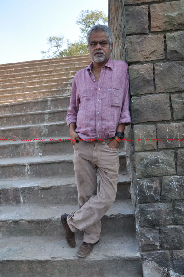 11dec pw onset06 Tigmanshu directs on location Pranam Walekum for debut director Sanjay Mishra