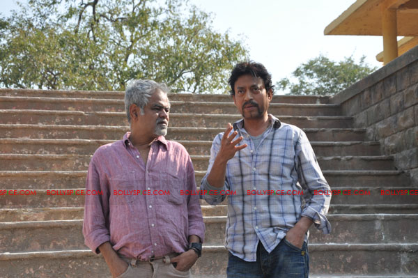 11dec pw onset07 Tigmanshu directs on location Pranam Walekum for debut director Sanjay Mishra