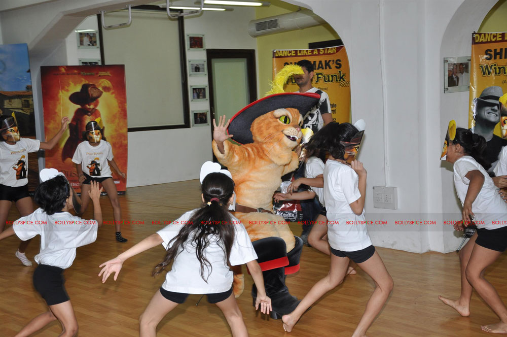"11dec shaimak PIB01 ""I Think Puss is gorgeous!"": Shiamak Davar"