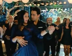 Kareena imran dancing emaet 300x236 Ek Main Aur Ekk Tu Music Review