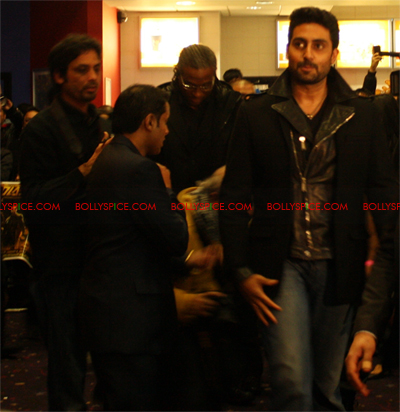 01jan abhiuk 01 Abhishek meets his London fans
