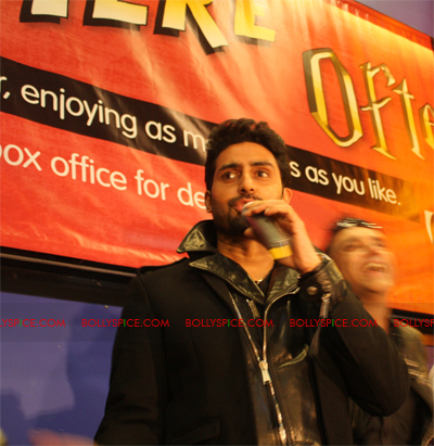 01jan abhiuk 02 Abhishek meets his London fans