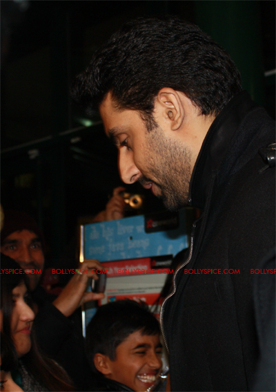 01jan abhiuk 07 Abhishek meets his London fans