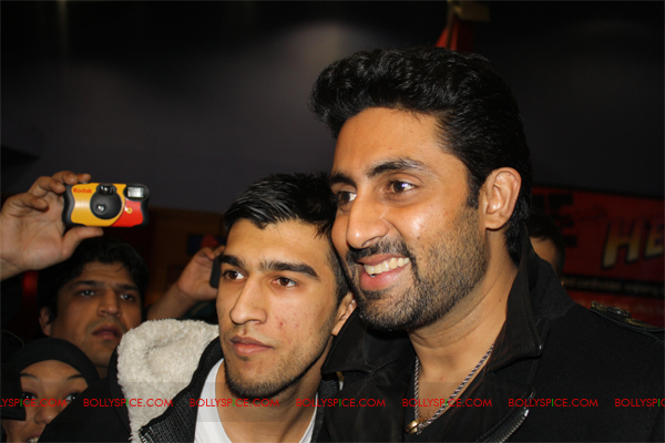 01jan abhiuk 11 Abhishek meets his London fans