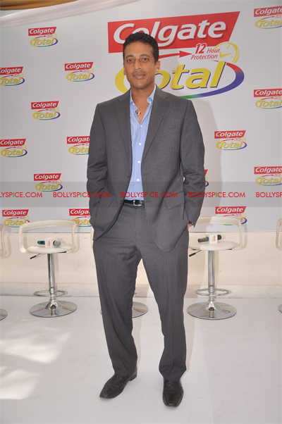 01jan colgate 03 Colgate Total Launches new TVCs featuring Mahesh and Rahul to be aired pan India