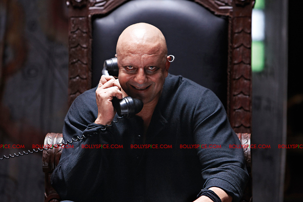 12jan agneepath presskit11 More New Exclusive Agneepath Stills!