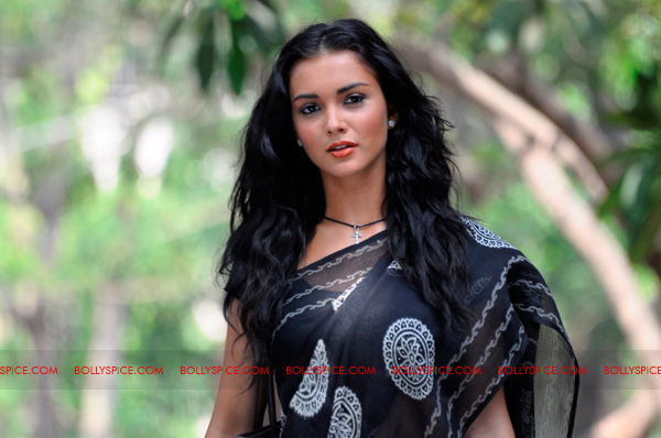 12jan amy loves saris02 Amy Jackson confesses her love of wearing traditional Indian clothes in Ekk Deewana Tha