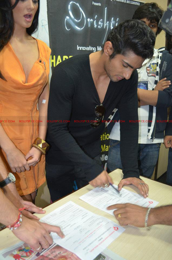 12jan amy prateik marrow05 Prateik and Amy Jackson inaugurates Registration for Marrow Donation Camp