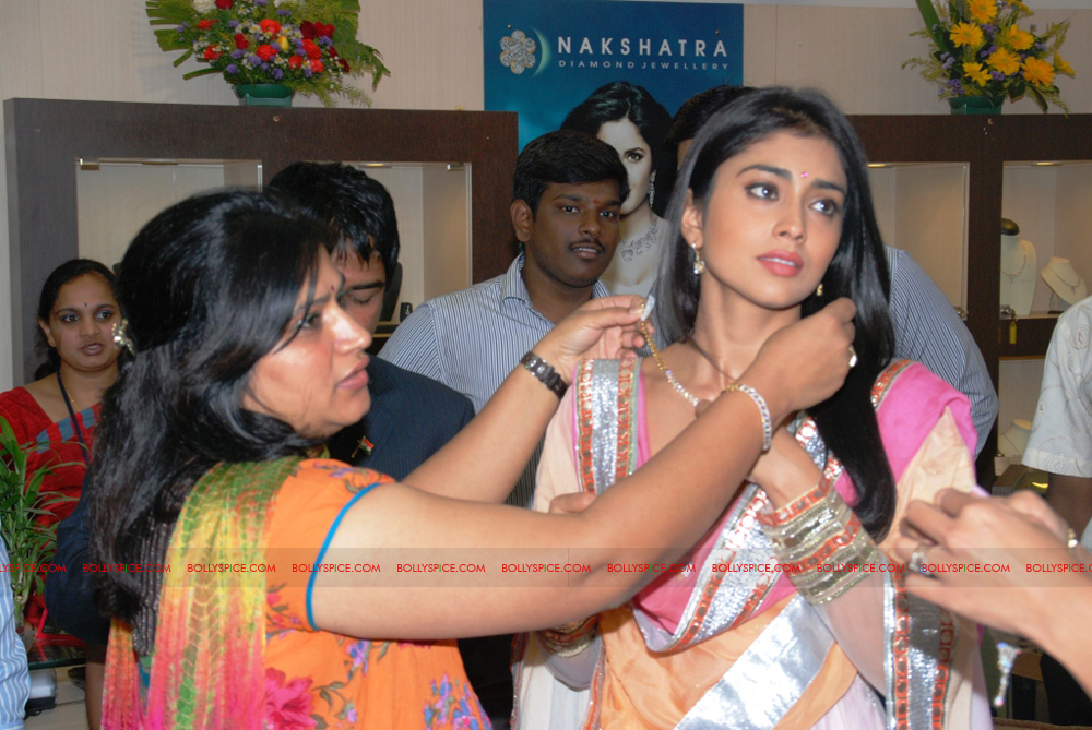 12jan gitanjali 02 Mugdha Godse & Shriya Saran unveil the Nakshatra Valentine Collection at Gitanjali Jewels