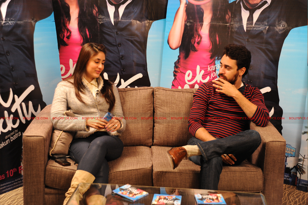 12jan imran kareena london02 Imran and Kareena excited to meet UK fans at Cineworld
