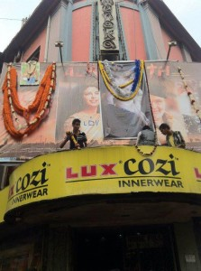 421843 10150489636471612 151347976611 8975995 1374915680 n 223x300 Agneepath opens to rave reviews and huge boxoffice numbers