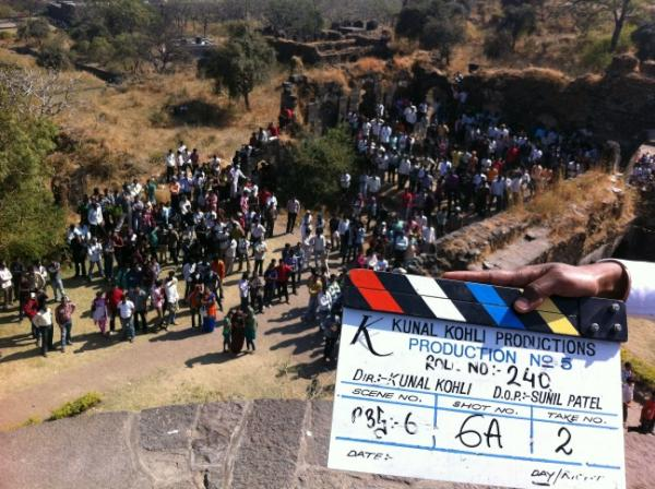 AiTK9mOCQAAaLWw Shahid and Priyankas Kunal Kohli film is a wrap!